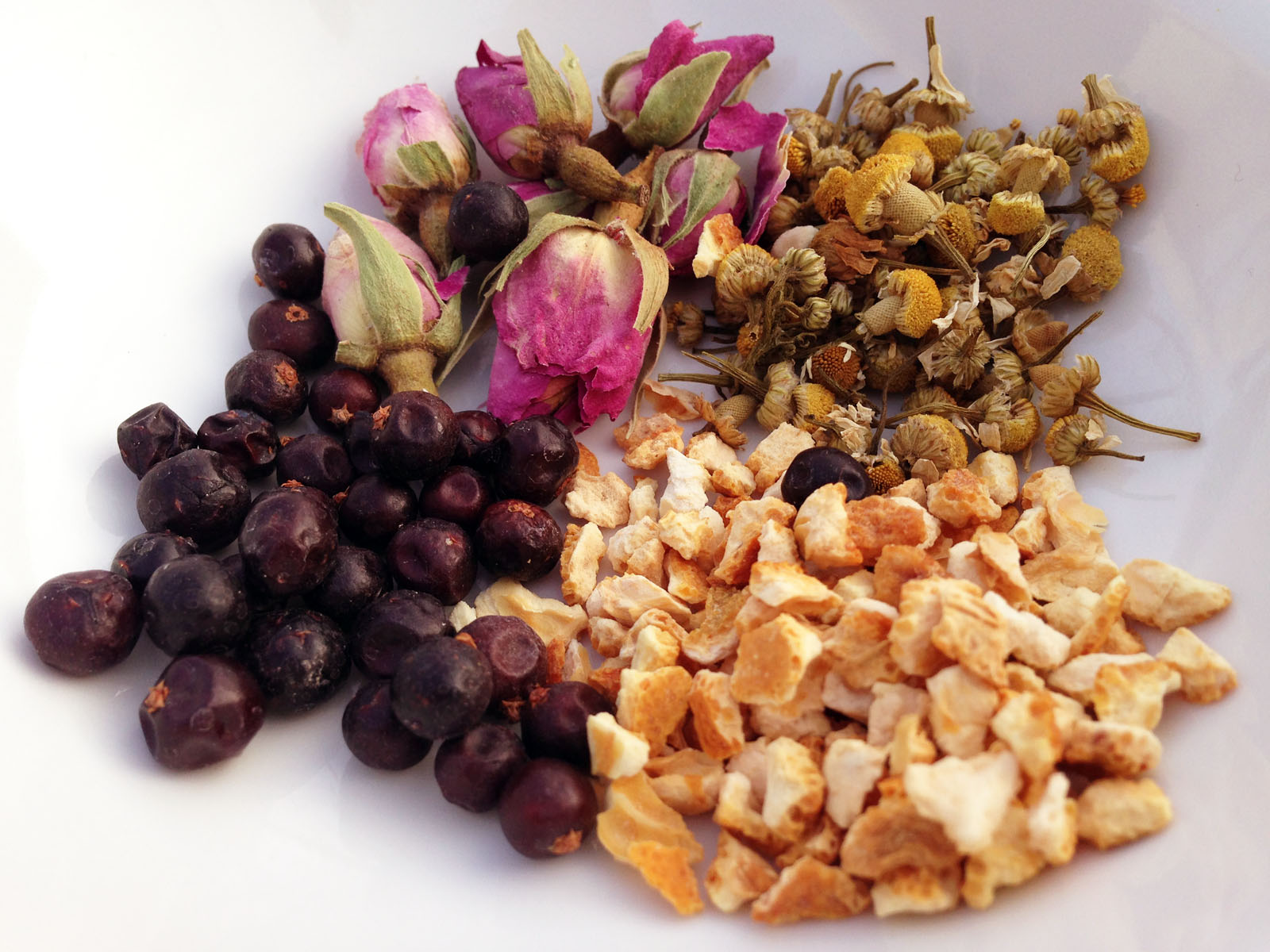 Some of the floral and herbal aromatics in Giniper White.